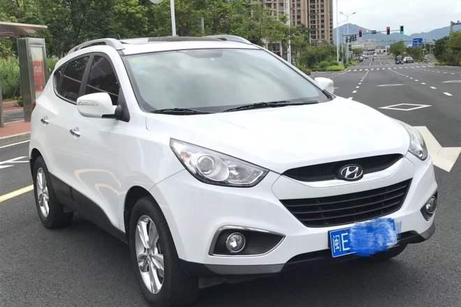 二手车2012款 北京现代ix35 2.0L 精英版 GLS 自动 两驱 全景天窗